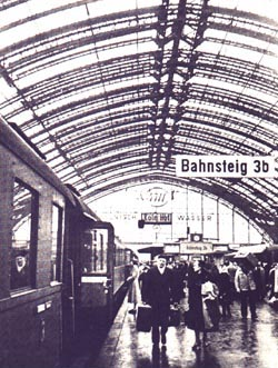 Travelling in the post-war time in Germany, Cologne Hbf | Foto: Kenner/DB
