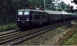 E 10 281 with double front and rear signals   Photo: H.H.U. Konijnendijk