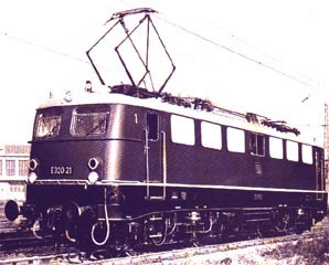 The multisystem locomotive E 320 21 in Aw M�nchen-Freimann, December 1959