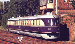 A restored trainset SVT 137 225 in excellent condition (Berlin-Wannsee, 7 July 1991)